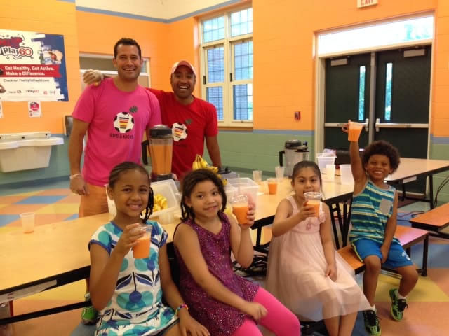 Two fathers from Tenafly make free smoothies to give access to healthy foods at Englewood school